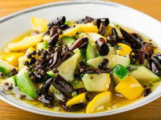 山梨県から仕入れる旬の無農薬野菜を味わってください