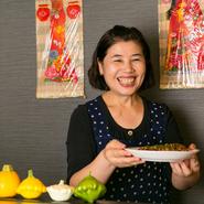 いつでも愛情をいっぱい込めて美味しい料理をつくり、提供しています。お客さんが美味しそうに料理を食べている姿を見ると、こちらまで嬉しくなりますね。
