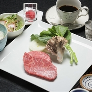ローストビーフ100g ごはん サラダ お味噌汁 お漬物 シャーベット コーヒー又は紅茶  ※厨房で調理しておご提供いたします。