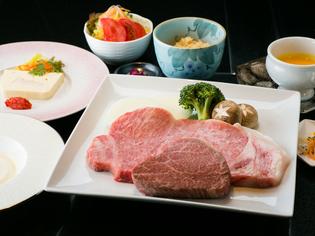 地元の自慢の味を、心ゆくまで堪能できる『おすすめお肉コース』