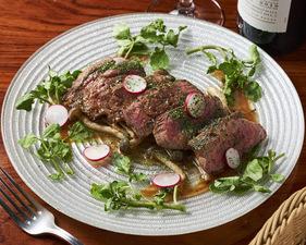 大きめのカットで食べごたえがある『和牛フィレ肉のカットステーキ』