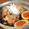 圧力鍋でトロトロに煮込んだ柔らかい角煮。ブランド卵の半熟が名脇役『国産豚のとろとろ角煮 半熟卵付』