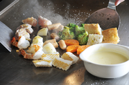 サクサクふわふわの焼きたて具材をアツアツチーズで『チーズフォンデュセット』各種