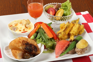 旬の野菜をメインに、野菜だけを使った『5種類の野菜プレート』