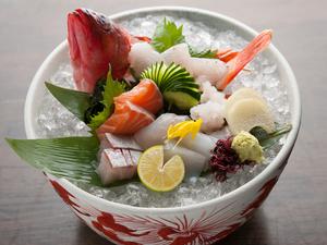その日一番新鮮な魚介類のお造りが、7~10種類いただける『おまかせ造り盛合せ』