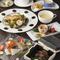 たっぷりの具材を当店特製のお出汁で煮込む、人気の海鮮ちゃんこ鍋コースです。