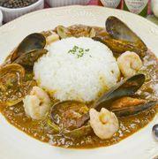 海老のエキスを凝縮したアメリケーヌ・スープをベースにじっくり煮込んだ、魚介の旨みたっぷりのガンボです。cup/dish