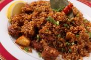 オープン当初からの人気の味をベースに魚介の旨みをプラスして更にグレードアップ。ソーセージとベーコンで旨みを出し、タイム・クミン・チリパウダーとトマトソースを使ってスパイシーに仕上げられたお米料理です。