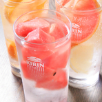 新感覚!果実氷サワーメニュー ~凍らせた果実をグラスにぎっしり入れてからそそぐ新感覚のサワーが登場