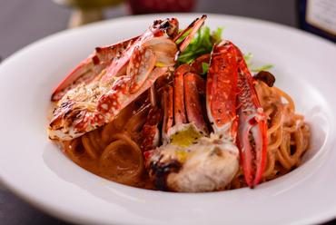 渡蟹の濃厚な旨みと香りを満喫できる『渡蟹のトマトクリームスパゲッティ』