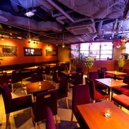 しゃぶしゃぶ・すき焼き食べ放題コースは、2,980円~ご用意。 プラス1,000円で飲み放題付きに!