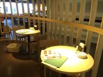 テーブル席 2人×4卓