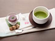 お好きな日本茶(煎茶/焙じ茶/抹茶)のいずれかと本日のお茶菓子のセット