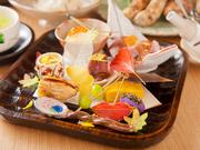 スタートにふさわしい旬の食材をたっぷりと使った盛り合わせ。彩り、季節感など、料理長のこだわりを感じさせる一皿です。
