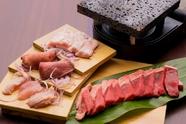 様々な肉の旨みに舌鼓! 溶岩プレートの遠赤外線効果でより美味しい『牛・豚・鶏のがちまい盛り合わせ』