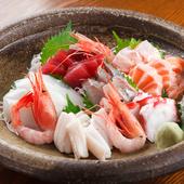旬のお魚を日替わりの盛り合わせで『刺盛り(3人前)』