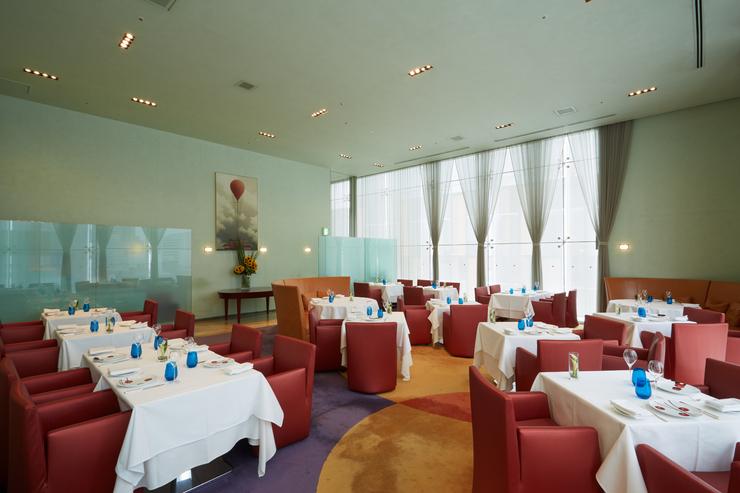 レストラン ファロ 資生堂の内観