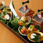 食材だけではなく、盛り付けや器にも四季彩感を色濃く映しだす『八寸』