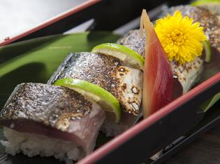 バーナーで炙った香ばしい味わい『鯖棒寿司』