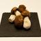 秋の定番食材のひとつであるセップ茸は、豊かな香りが際立つ