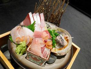 国産穴子と特製タレにこだわった『煮穴子重』