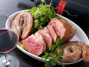 お肉好きにおすすめ! 『お肉の盛り合わせ』(2~3名分)