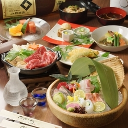 結納・顔合わせや、お祝いの席に。 旬の素材をふんだんに使用したお料理をお楽しみください。