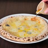 塩気と甘さの絶妙なハーモニー『4種チーズ「クワトロフォルマッジ」蜂蜜がけ』