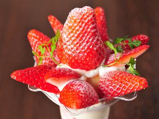 旬の時期だけ食べられる『青柳さん家の朝摘みイチゴパフェ』