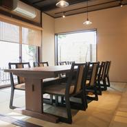 大切な接待にも利用できる、落ち着きと開放感の共存する個室