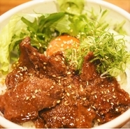 自家製ダレが最高級なお肉の美味しさをより一層引き立てる『近江牛 特撰ユッケ』