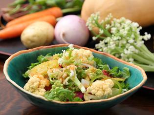 瑞々しさを五感で味わう、色彩豊かな無農薬野菜