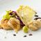 『タラとジャガイモのロースト、カチョカバッロチーズ風味、サバソースとキャベツのバリエーション』