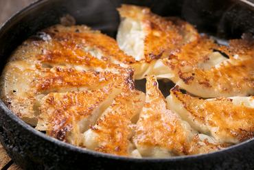 30年前から変わらない先代から受け継いだ伝統の味『鉄鍋ぎょうざ』