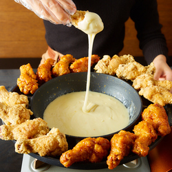 自家製ソースのチーズフォンデュ食べ放題など7品コースに飲み放題がついて2980円!