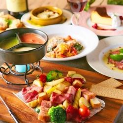 グラム名物のローストビーフとチーズフォンデュが食べ放題の贅沢プラン。嬉しい食べ放題&飲み放題付き。
