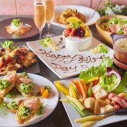 ローストビーフ盛りボードや、グラム特製お肉3種盛りなど贅沢なお肉宴会に!