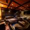 ラグジュアリーなソファーとカラオケ完備のVIPルーム