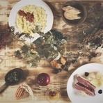 食材の持ち味を知りつくしたシェフがつくりだすお料理の数々。鴨肉や生ハム、水牛のモッツァレラなどのチーズをはじめ、ワンランク上の食材を使用することにこだわり、イタリア産のものも数多く取り入れています。