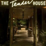 「ザ・テンダーハウス」は、B1階「ブエノスコート」、2階「インディゴリオス」の2つのバンケットルームとチャペルを備えています。結婚式はもちろん、企業様のパーティなどにも好評です。
