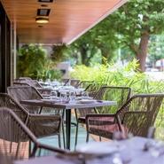 ランチ、ディナーはもちろん、平日の8:00~11:00までは朝食、土日祝15:00~17:30はカフェとしてオープンしているので、白金での「待ち合わせ」や「語らいの席」として様々に利用できます。