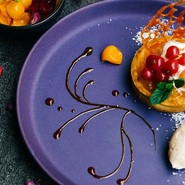 ペルー名産のフルーツほおずきを使った甘酸っぱいタルトです。 シナモンのアイスと相性抜群です。