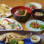 沖縄ならではの旬の食材を使った、季節感を楽しめる料理の数々