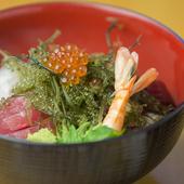 地元産の鮮魚を堪能できる『海鮮丼』