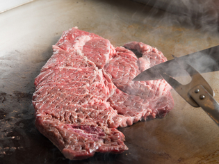 ジューシーで柔らかい肉質を持つ『リブロース』