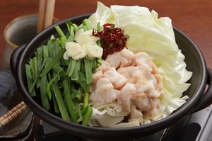 ニンニク風味の出汁が身体を芯から温める『牛もつ鍋』