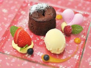 旬のフルーツなどを使った月替わりの『パティシエのデザート』