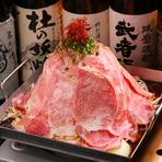 インパクトのある名物『北海道産黒毛和牛 肩ロース くずし鍋』