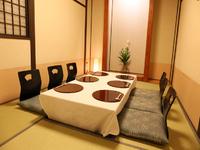 落ち着いた雰囲気の中、料理とお酒を愉しめる和の個室