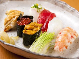 旨みと脂の乗りが四季の訪れを感じさせる天然の鮮魚